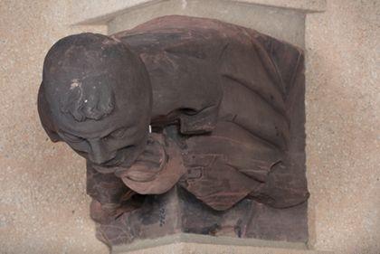 Münsterbauhütte, Freiburg Gargouille: homme au pot représentant l'un des sept péchés capitaux - l'avarice