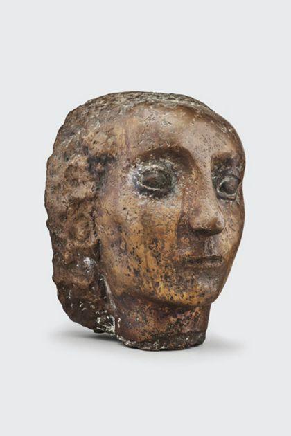 Bronzekopf einer Frau mit gewelltem Haar