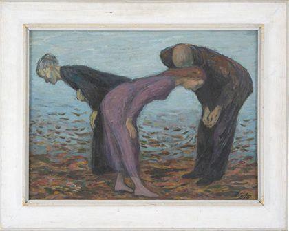 Zwei Frauen und ein Mann, die vor einem hellblauen Bildgrund nach vorne gebeugt auf den braunen Boden blicken. Weiß gerahmt.