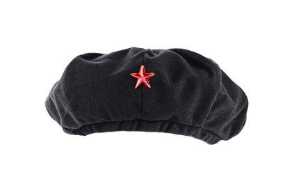 Schwarzes Barett mit rotem Stern
