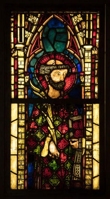 Kirchenfenster mit der Darstellung des heiligen Stephanus.