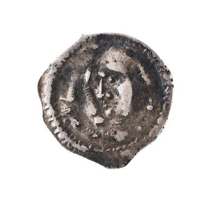 Münze mit Brustbild im Profil mit Schwert und Fahnenlanze umgeben von einem Perlkreis.