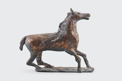 Bronze eines bewegten Pferdes auf Standplatte, Seitenansicht nach rechts