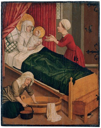 Szene der Geburt Mariens in einem Innenraum mit schräg ins Bildfeld gestelltem Bett mit grüner Decke und roten Vorhängen im Hintergrund. Anna übergibt ihr Kind gerade einer Magd.