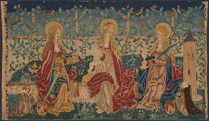 Bildteppich mit der Muttergottes, die zwischen den heiligen Katharina und Barbara auf einer Rasenbank sitzt.