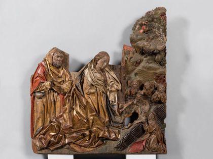 Fragmentarisch erhaltene Reliefdarstellung der Geburt Christi. Verloren ist die Hintergurndarchitektur und das Christuskind im Vordergrund.