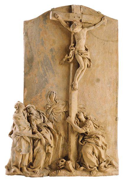 Das Relief zeigt die Kreuzigung Christi. Maria Magdalena kniet am Fuß des aufragenden Kreuzestsammes. Maria wir von Johannes gestützt.