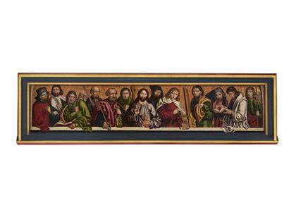 Die Bildtafel in breitem Längsformat zeigt in einer Reihe von Halbfiguren Christus als Weltenherrscher von den Aposteln flankiert. Ansicht mit Rahmen.