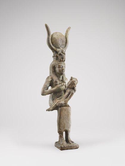 Bronzeguss. Dargestellt ist die Göttin Isis mit Horuskind.