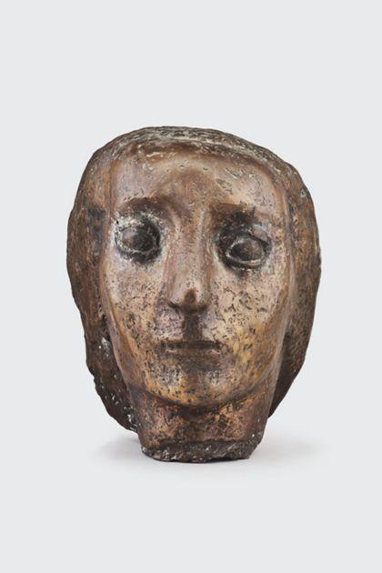 Bronzekopf einer Frau mit gewelltem Haar, Vorderansicht