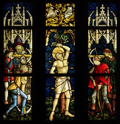 Glasfenster mit Martyrium des heiligen Sebastian.