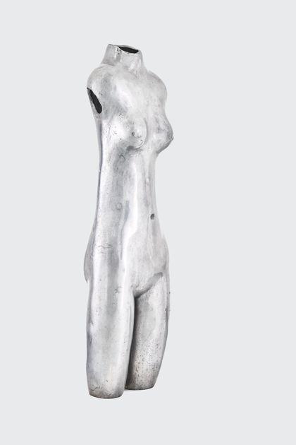 Weiblicher Akttorso aus poliertem Aluminium
