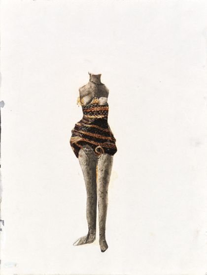 Frauenkörper ohne Arme und Kopf in kurzem gestreiften Kleid von vorne