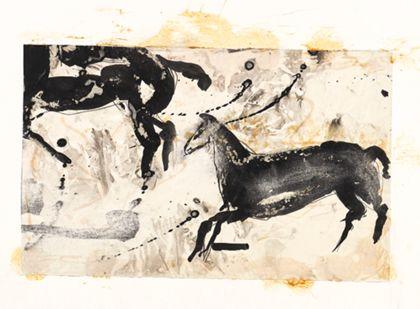 Zwei schwarze Pferde nach links galoppierend vor hellem Bildgrund