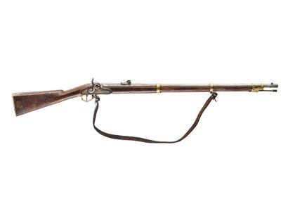 Historisches Gewehr aus Holz mit Lederband.