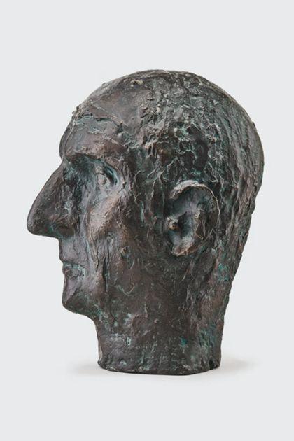 Bronzekopf eines alten Mannes mit zerfurchter Stirn und großer Nase, Seitenansicht nach links