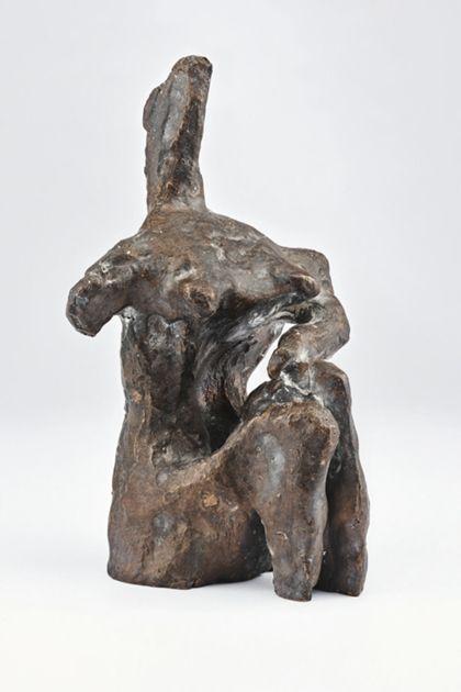 Sitzende abstrakte Bronzefigur, Ansicht seitlich von links