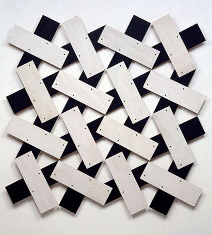 Collage aus schwarzen und weißen rechteckigen Formen auf weißem Bildträger