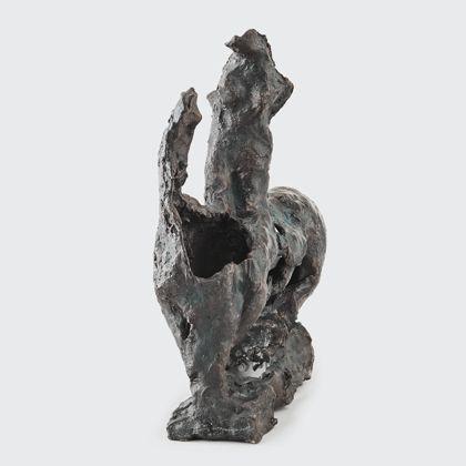 Perforierter Reitertorso aus Bronze, Vorderansicht