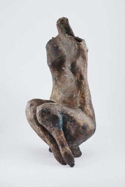 Sitzender weiblicher Bronzetorso