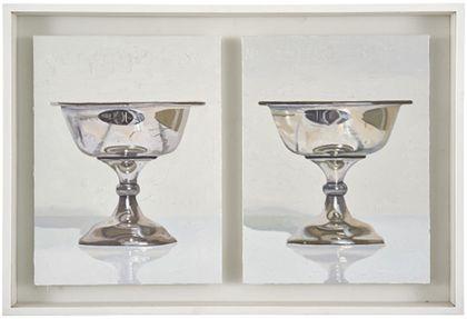 Zwei Silberpokale vor hellem Hintergrund, darüber bezeichnet. Die Pokale sind auf separate Bildträger gemalt und zusammen gerahmt