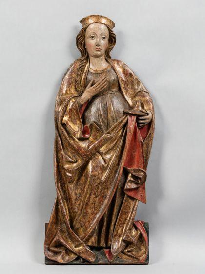 Gefasstes Flachrelief einer bekrönten weiblichen Heiligen mit einem Gefäß.
