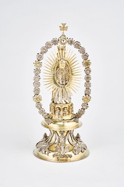 Statuette The Virgin and Child in a rosary