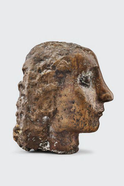 Bronzekopf einer Frau mit gewelltem Haar, Seitenansicht nach rechts