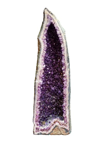 spitzförmige Amethystdruse mit dunkel violetten Quarz-Kristallen