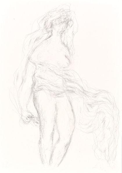 Bleistiftzeichnung eines stehenden Frauenaktes mit wehendem Tuch, nach rechts gerichtet