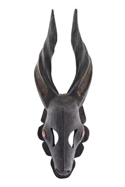 Antilopenmaske der Ogoni, die zu Ehren der Gründerahnen getragen wird.