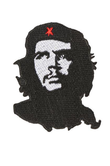 Bildnis von Che Guevara als Stickmotiv in Schwarz mit rotem Stern auf seiner Baskenmütze.