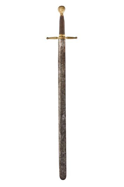 Schwert mit goldfarbenen Knauf und Parierstange. Die Spitze ist abgerundet.